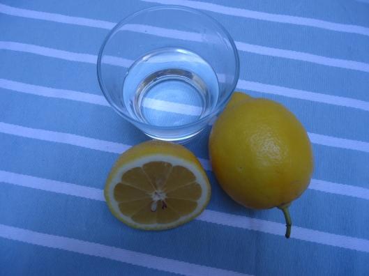 Eau tiède et citron le matin à jeun : bonjour !