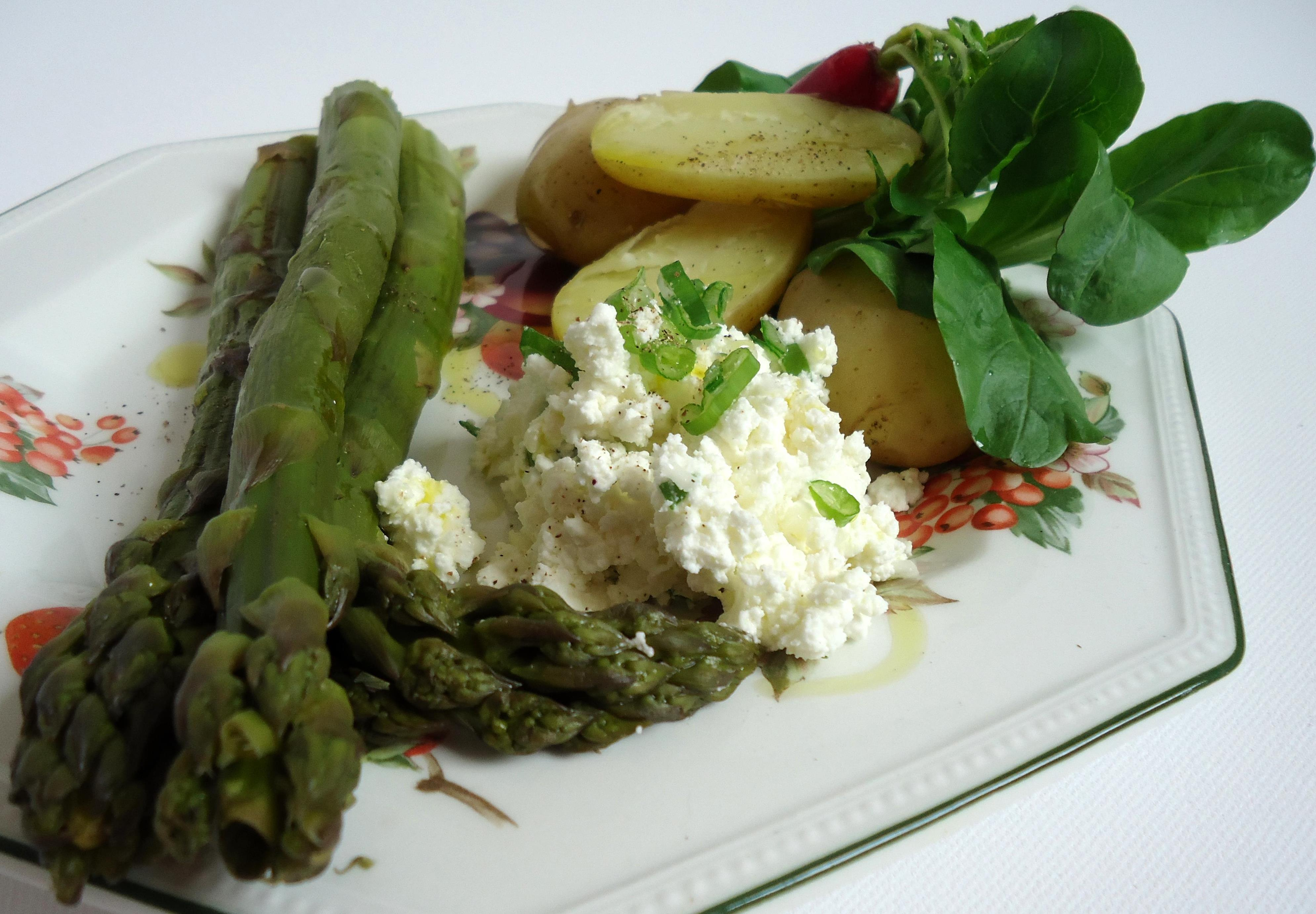 Menu 9 petits choux farcis ma fa on pour le midi et pommes de terre nouvelles asperges et - Cuisiner des pommes de terre nouvelles ...