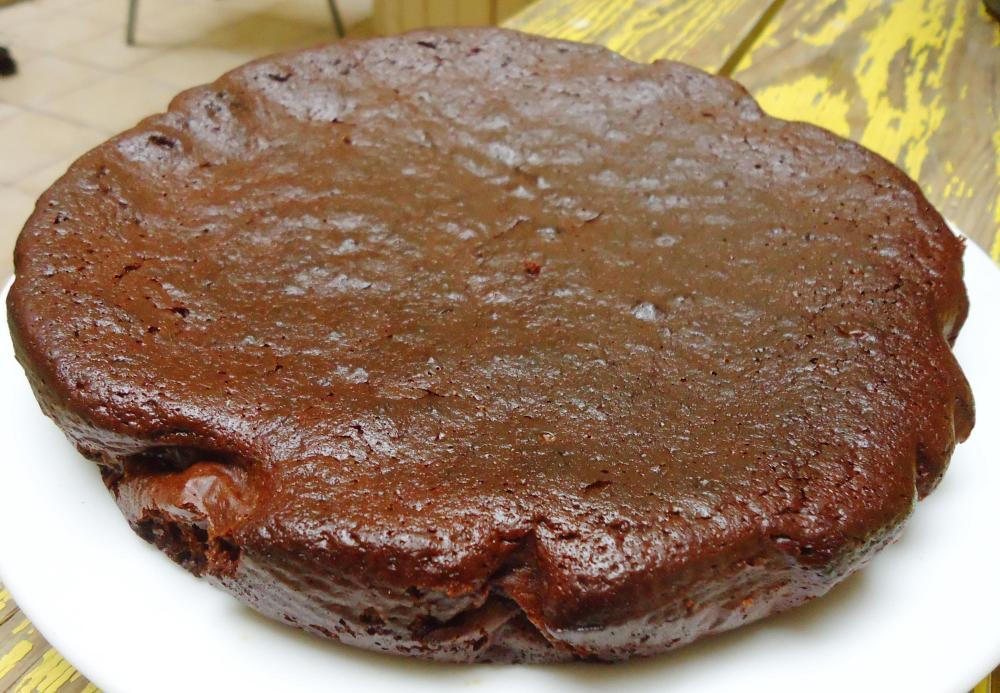 Gâteau au chocolat fortement inspiré par Marie, sans gluten, sans amidon, sans lactose. (3/3)