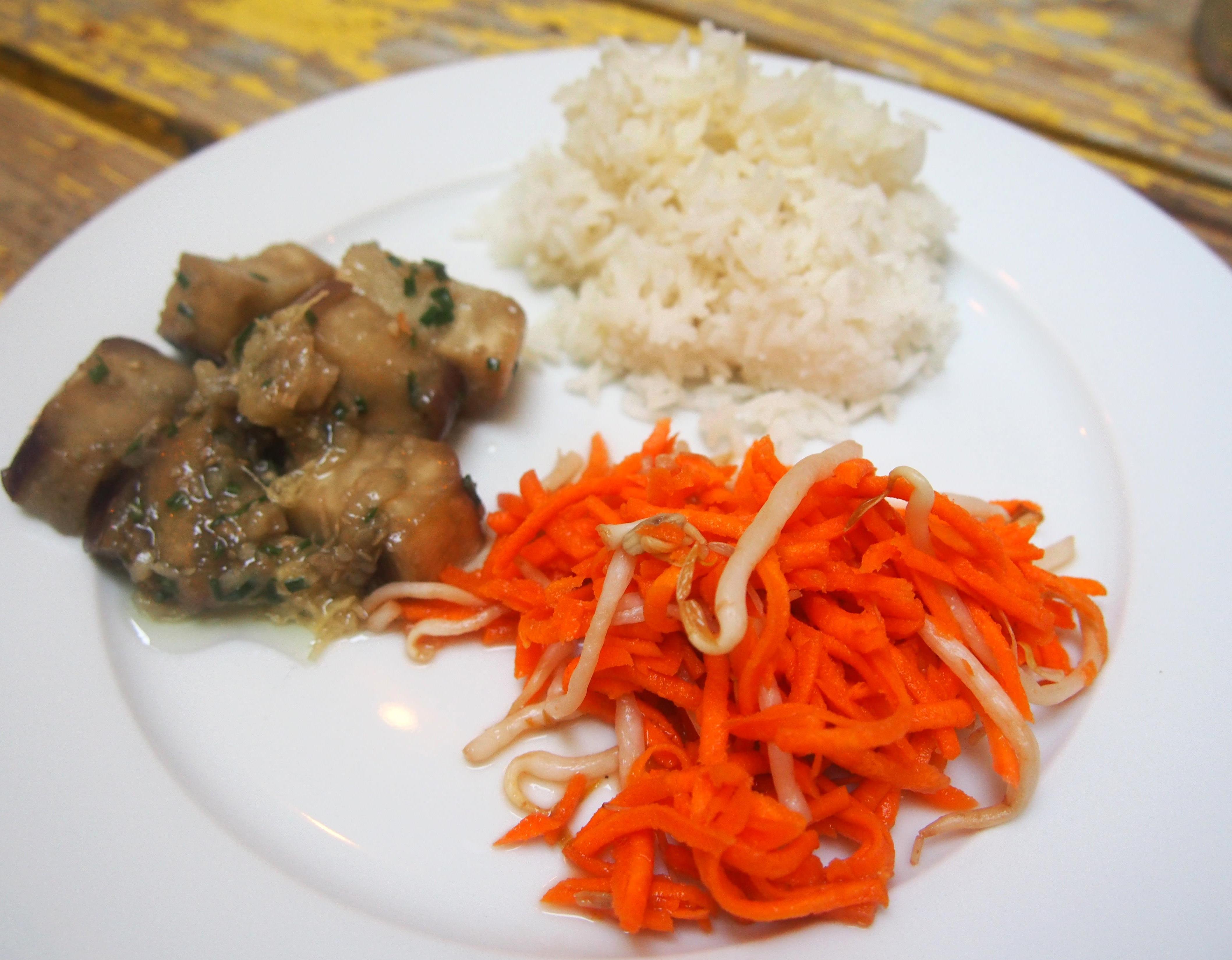 Assiette d inspiration asiatique et merci les gourmands disent cuisiner en paix - Comment cuisiner les germes de soja frais ...