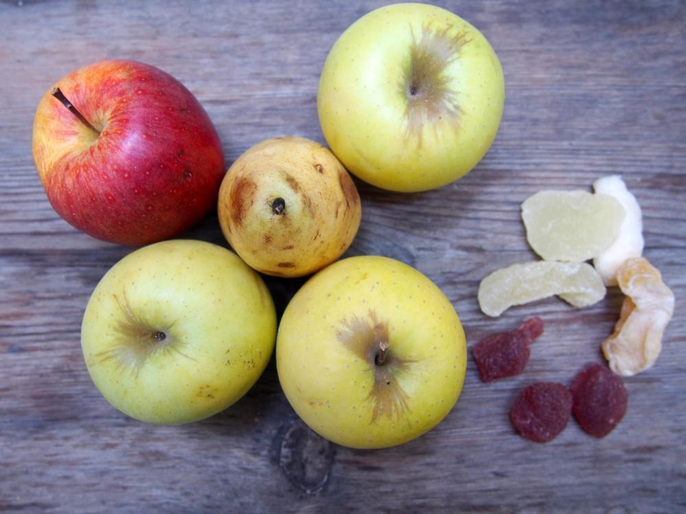 Applestruddel aux pommes, à la poire, végan et très peu sucré. (3/6)