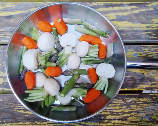 Poêlée de légumes-asperges-carottes-navet nouveau-sans gluten-végan-combinaisons alimentaires-blog Narbonne-blogueuse Narbonne-Narbonne