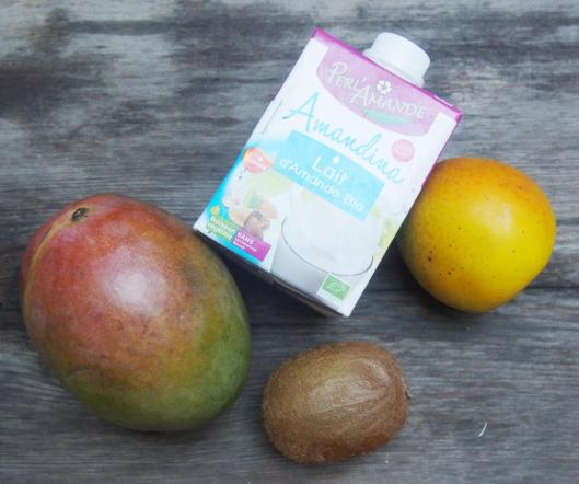 Smoothie-kiwi-pomme-mangue-lait d'amande-sans gluten-végan-blog Narbonne-Blogueuse Narbonne-Carole Caillaba Suchet-combinaisons alimentaires