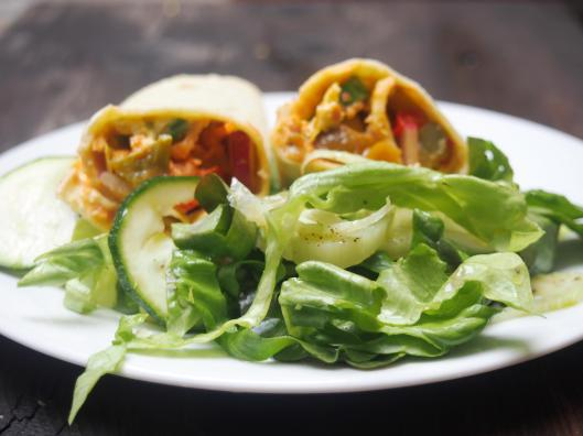 Tortilla-fajitas-végan-salade-carotte-houmous-avocat-radis-concombre-chutney-combinaisons alimentaires-blog Narbonne-blogueuse Narbonne-Carole Caillaba Suchet