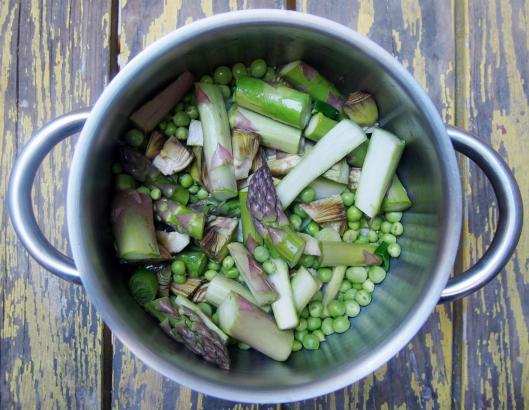 spaghettis semi complet bio-artichauts violets-asperges-petit pois frais-curcuma-blog Narbonne-blogueuse Narbonne-combinaisons alimentaires