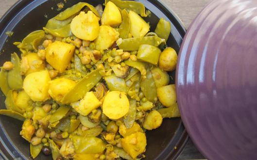 tajine-végan-sans gluten-pommes de terre nouvelle-artichaut violet-petit pois-pois gourmand-pois chiche-combinaisons alimentaires-blog Narbonne-Blogueuse Narbonne-Narbonne