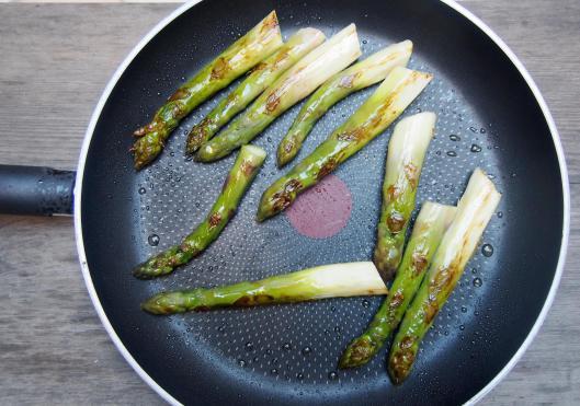 asperges vertes-œuf mollet-parmesan-combinaisons alimentaires-sans gluten-Narbonne-blog Narbonne-blogueuse Narbonne