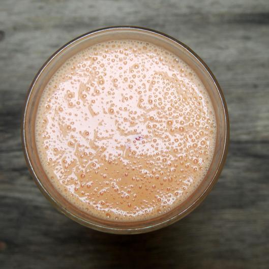 smoothie-végan-sans gluten-végétarien-pêche-abricot-cerise-fraise-lait d'amande-blog Narbonne-blogueuse Narbonne-Carole Caillaba Suchet