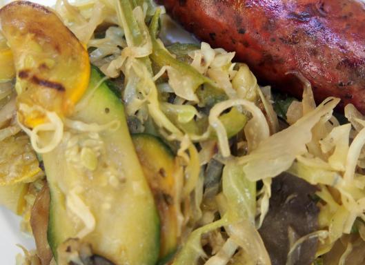 légumes sautés-plancha-chou pointu-courgette-poivron-oignon doux-fenouil-aubergine-Noilly Prat-huile d'olive-saucisse de foie-Narbonne