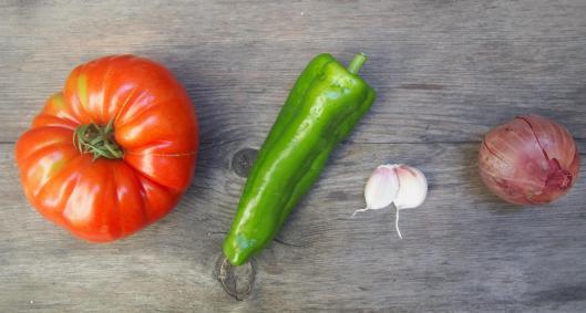 tomate-salade de tomates-oignon rouge-poivron-ail-blog Narbonne-blogueuse Narbonne-Carole Caillaba Suchet-sans gluten-végan