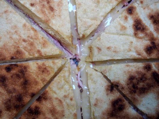 croque-monsieur-pain à la semoule-jambon- provolone dolce-Halles de Narbonne-blog Narbonne-blogueuse Narbonne