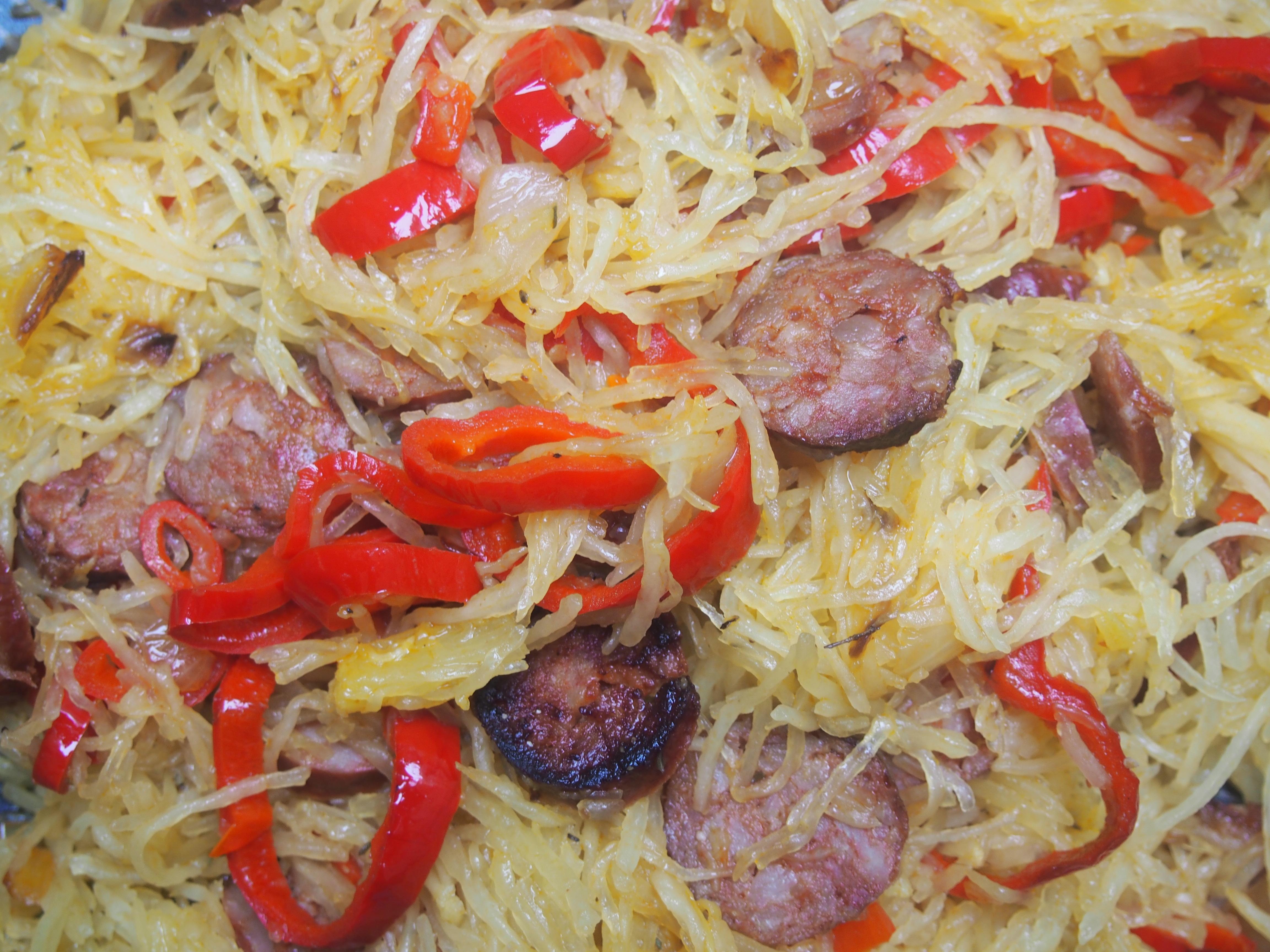 Courge spaghetti au chorizo et au poivron rouge - Cuisiner la courge spaghetti ...